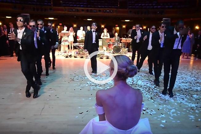 В день свадьбы жених удивил свою невесту зажигательным танцем