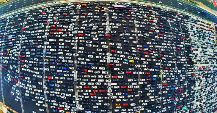Гигантская пробка на шоссе в Пекине