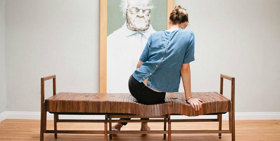 Деревянная скамья, которая принимает форму вашего тела