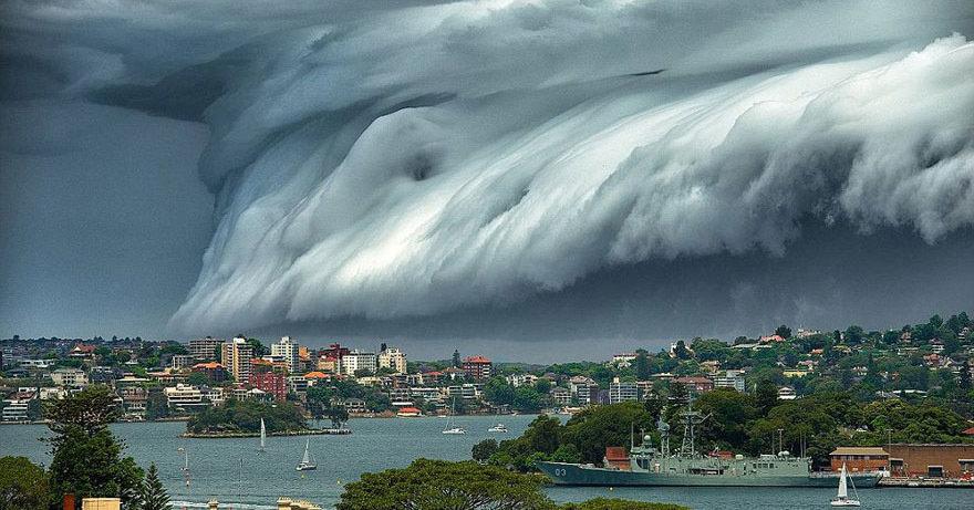 «Облако-цунами» прошло по побережью Австралии
