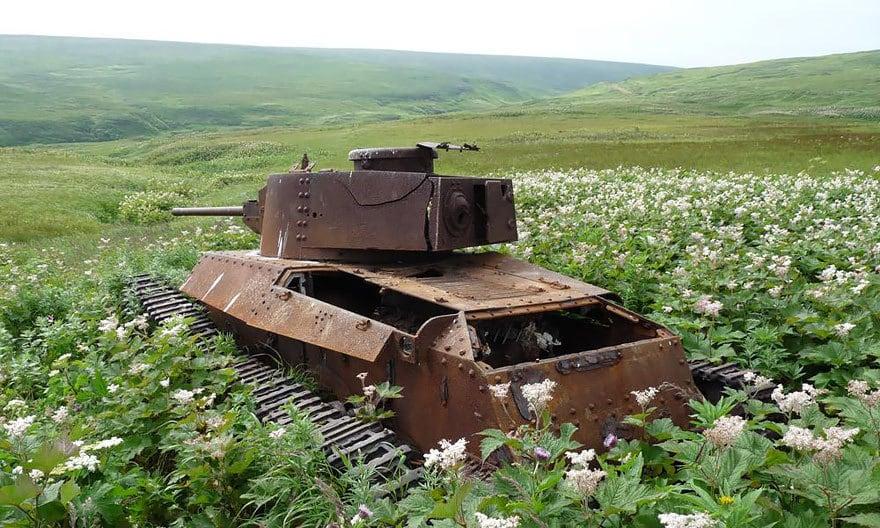 10 танков, поглощённых природой, выглядят так, будто войны вовсе никогда не было