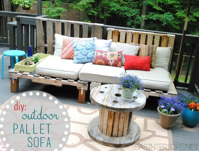 Outdoor Pallet Sofa