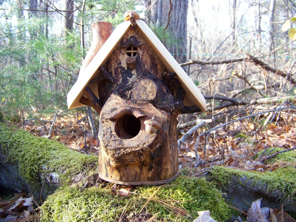 15-Decorative-and-Handmade-Wooden-Bird-Houses-14