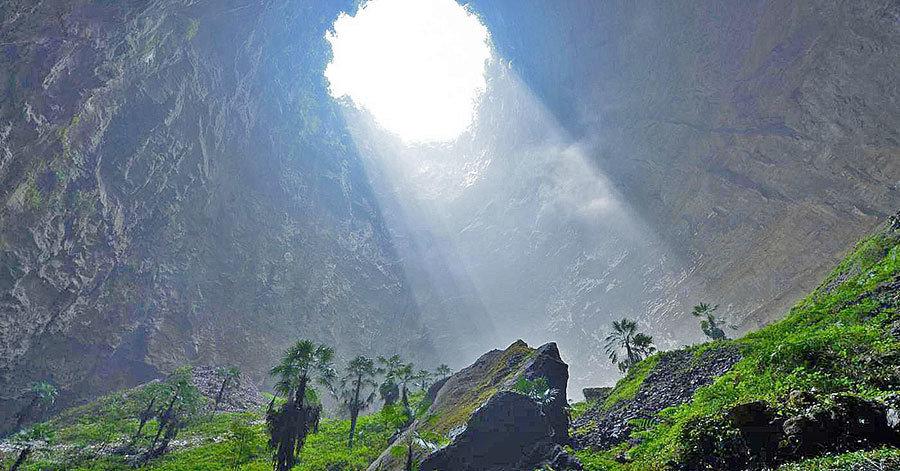Долгое время эта пещера была скрыта от людских глаз. Исследователи были удивлены спустившись в нее!