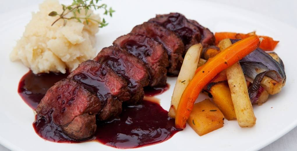 pan_fried_venison_with_a_blackcurrant_jus__recipe-large