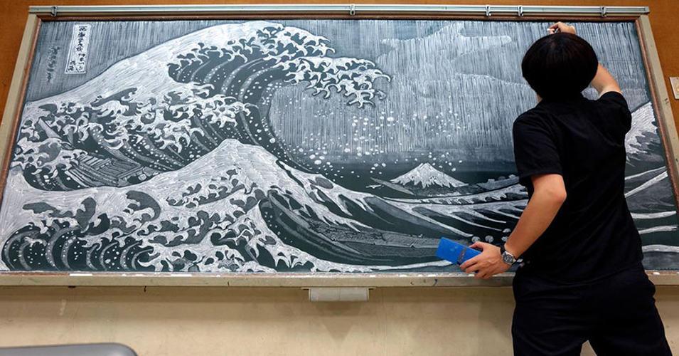 Этот учитель творит невероятные вещи с помощью мела и школьной доски