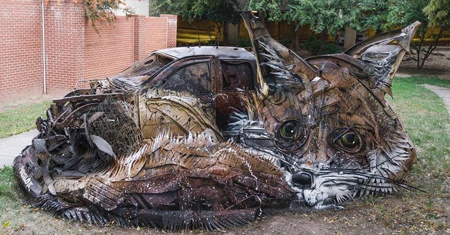 Художник превращает мусор в потрясающие скульптуры животных