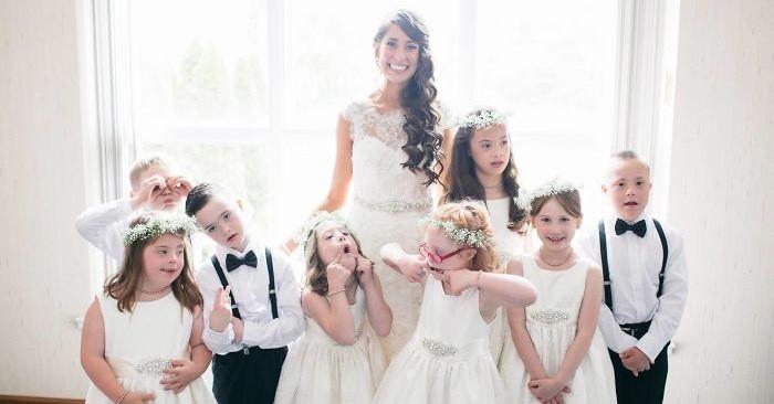 Педагог специального образования пригласила весь свой класс на собственную свадьбу