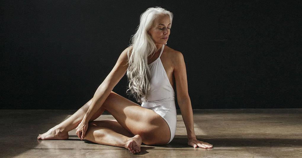 61-летняя женщина поразила весь мир своей роскошной фотосессией в купальнике
