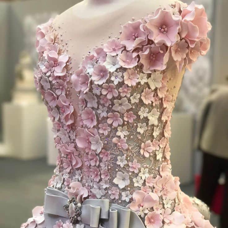 Это восхитительное свадебное платье не то, чем кажется на первый взгляд, и вот какую тайну оно хранит