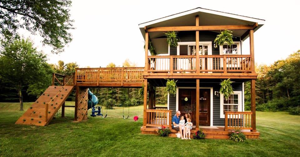 Отец хотел построить своим дочерям домик для игр, но увлёкся и получилось нечто большее