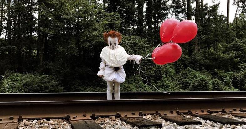 Эта фотосессия 3х-летнего мальчика в образе клоуна из фильма «Оно» станет вашим ночным кошмаром
