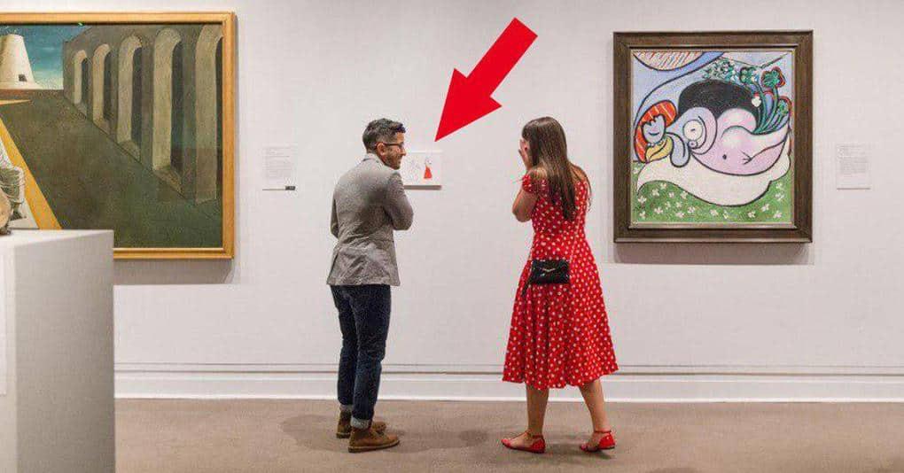 Парень сделал предложение своей девушке в музее неожиданным способом, добавив в экспозицию ещё одну картину