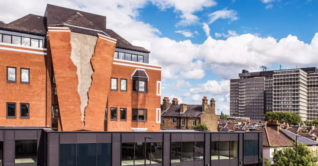 Здание затрещало по швам благодаря проекту местного дизайнера, но жители города были совсем не против