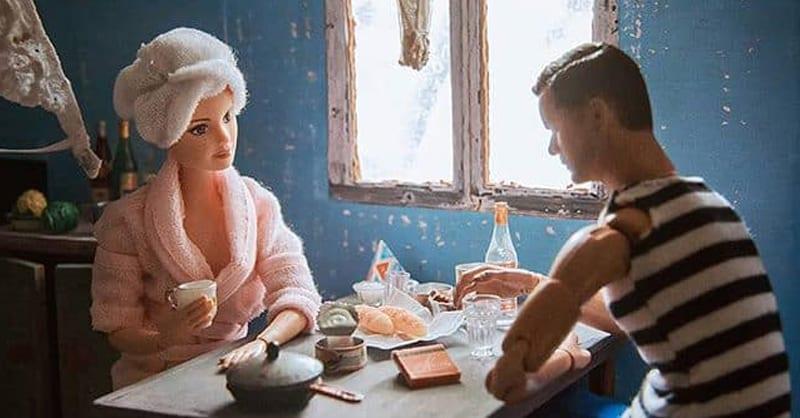 Фотограф из Екатеринбурга представила, как бы выглядели Кен и Барби, живи они в советской коммуналке