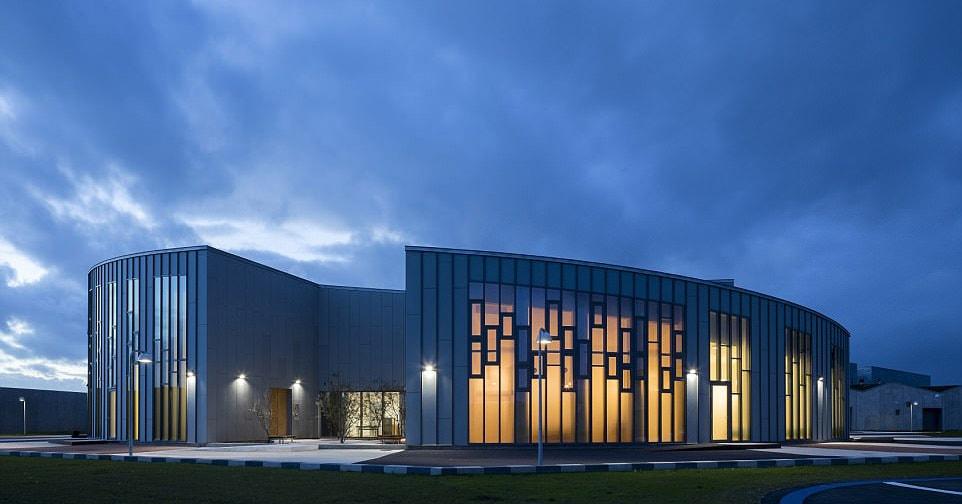 Это новое учреждение в Дании выглядит как университет, но это ДАЛЕКО не так
