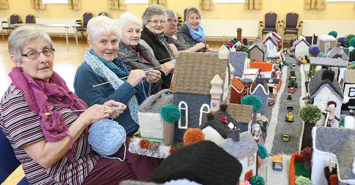 Женщины из Северной Ирландии очень любят вязать, поэтому немного увлеклись и связали… свою собственную деревню