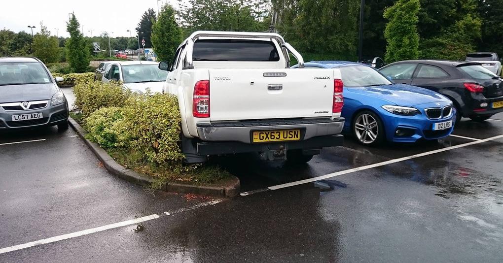 Кто-то постоянно занимал платное парковочное место этого парня, и он придумал гениальный способ отомстить