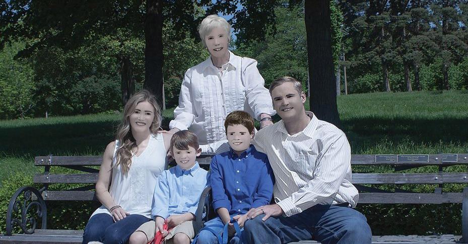 Семья из США заказала фотосессию за 250 долларов, но получившиеся снимки оказались по меньшей мере странными