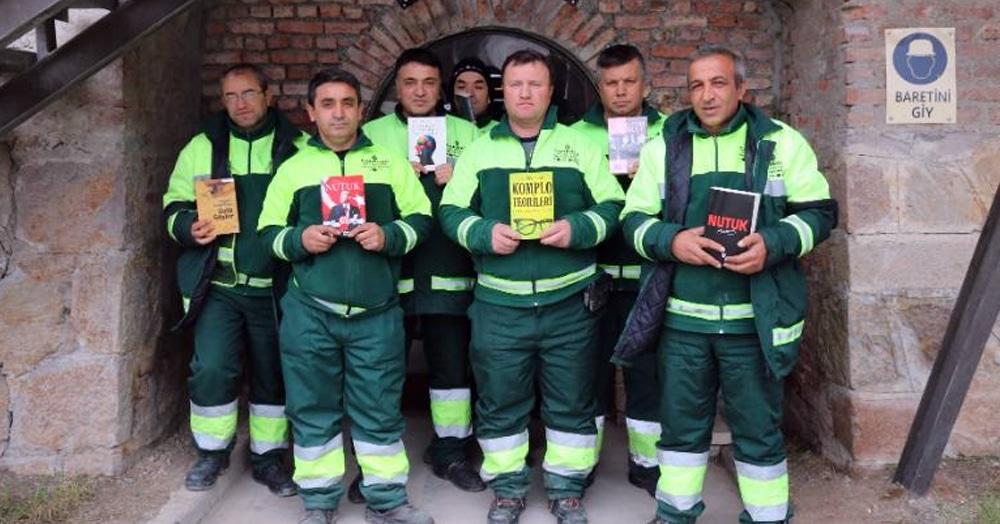 Турецкие мусорщики не стали выполнять свою работу и отказались выкидывать никому не нужные книги, но это даже порадовало местных жителей