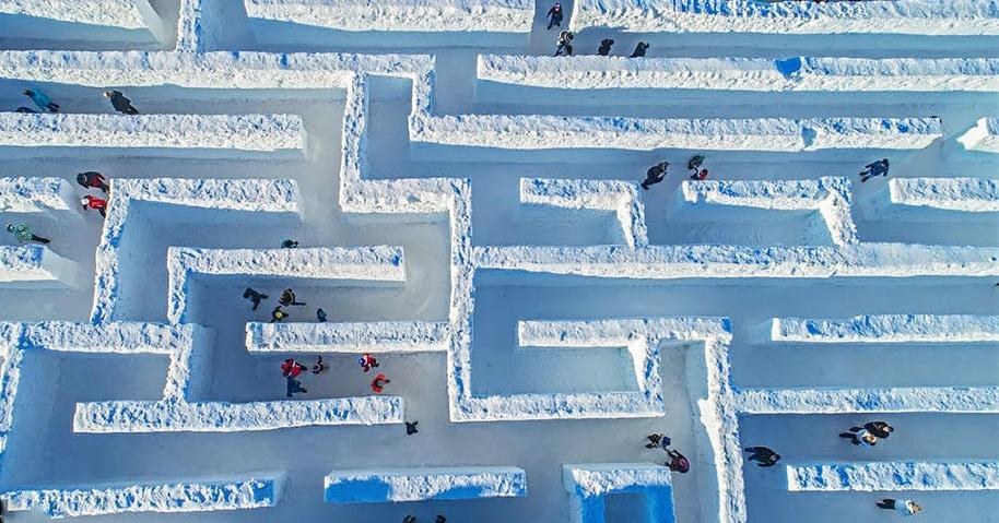 В Польше построили самый большой в мире снежный лабиринт, и он так велик, что даже Минотавр запрыгал бы от восторга