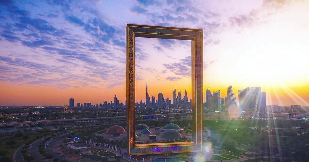 В Дубае построили новый невероятный объект, который уже стал поводом для скандала. И да, это 150-метровая рамка!