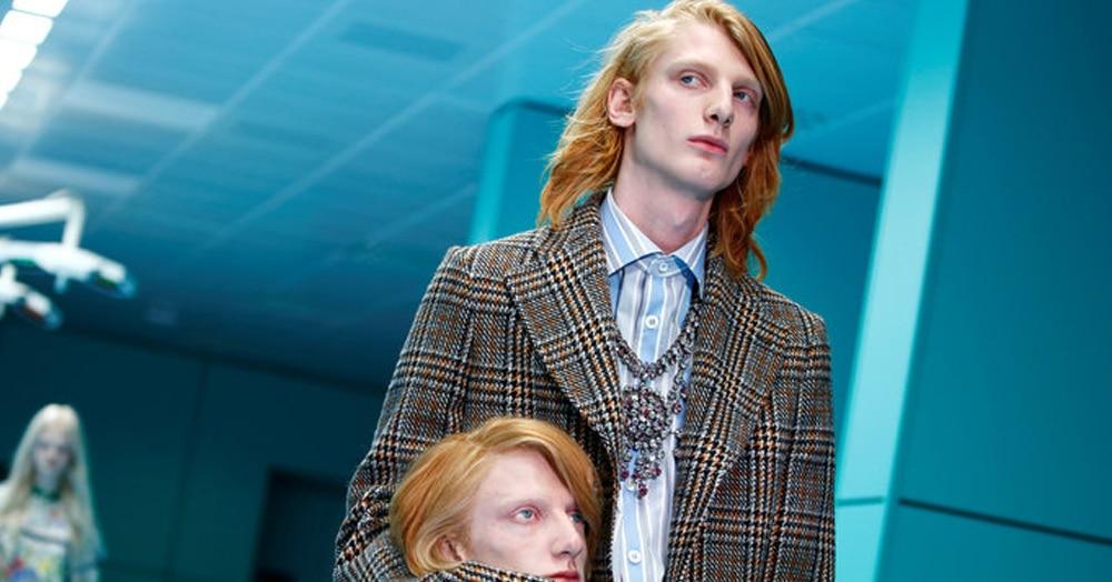 На показе Gucci модели вышли на подиум с весьма необычными аксессуарами, от которых все потеряли головы. Даже сами модели