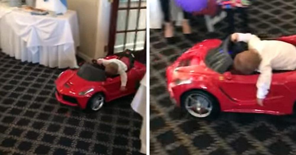 Малыш должен был эффектно въехать в зал на игрушечном кабриолете. Въехать-то он въехал, но совсем не так, как планировали его родители