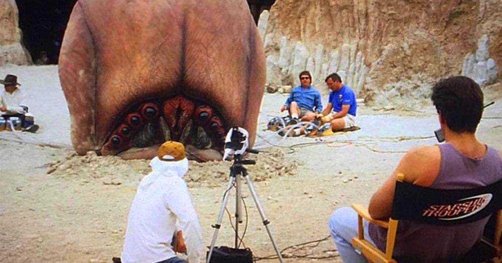25 редких фотографий со съёмочной площадки, которые позволят заглянуть «внутрь» любимых фильмов. А посмотреть там есть на что