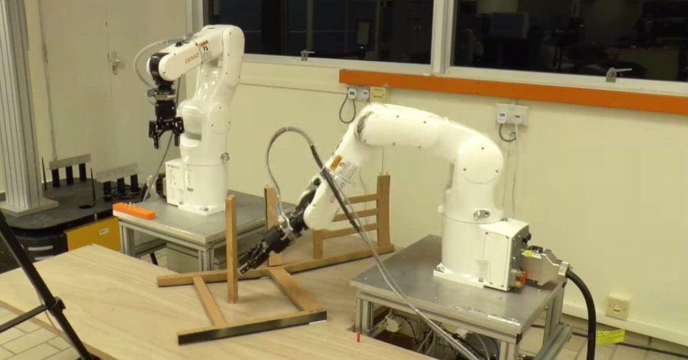 Роботы попытались собрать стул из IKEA. Не с первого раза, но получилось!