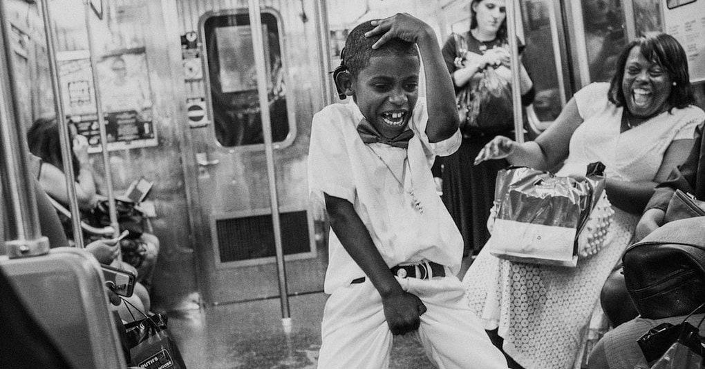 Фотограф сделал серию чёрно-белых снимков, в которой показал насыщенную жизнь нью-йоркского метро