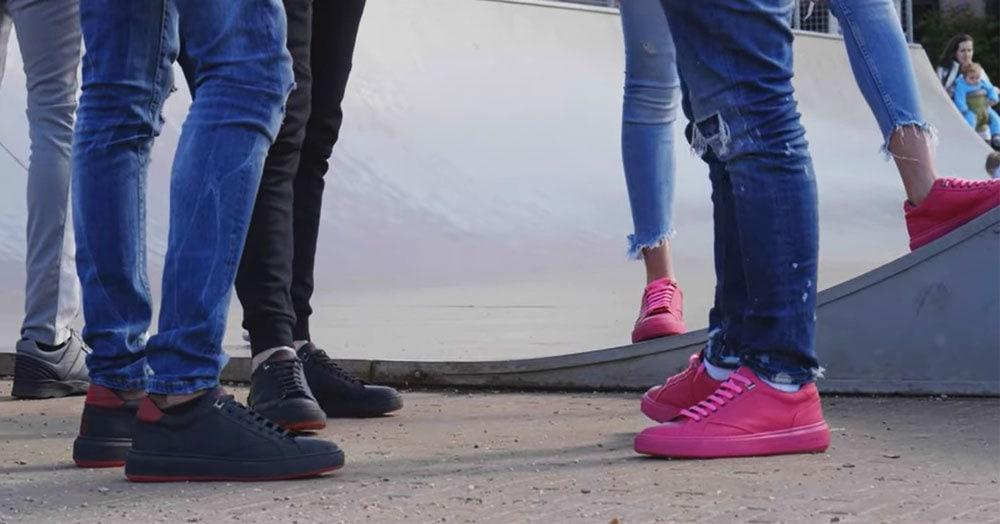 В Амстердаме выпустили кроссовки, которые в прошлой жизни были жвачкой. И это не шутка — носить их можно