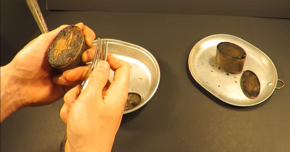 Парень съел мясо из столетнего сухпайка и рассказал, какое оно на вкус. И даже в больницу не попал!