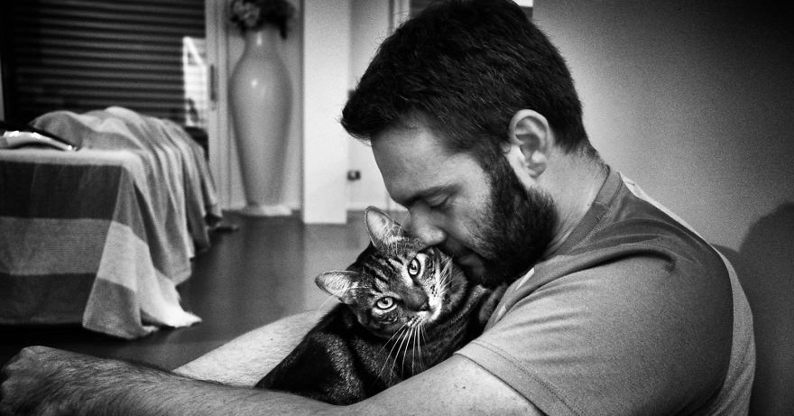 Девушка фотографирует мужчин с их котами, и эти снимки заставят ваше сердце замурчать