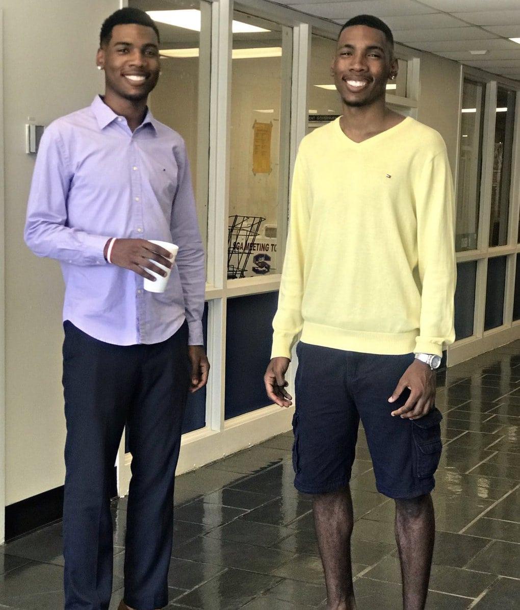 Эти близнецы на фото различаются всего одной деталью — наличием улыбки. Но есть во всем этом один подвох 11