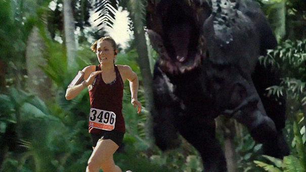 Девушка выиграла забег на 5 км, и муж в награду добавил на её фотографию с гонки немного спецэффектов 5