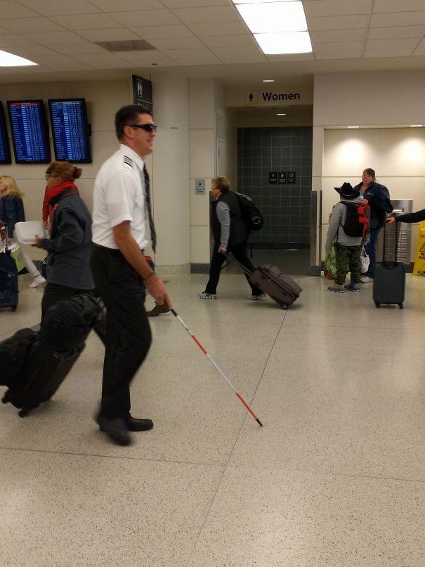 Пила этот пилот в аэропорту, вчера