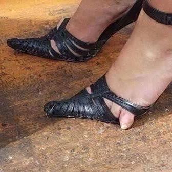 25 странных дизайнов обуви, которые пройдутся по вашему чувству вкуса, как по асфальту 24