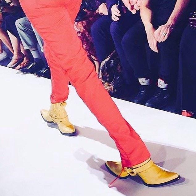 25 странных дизайнов обуви, которые пройдутся по вашему чувству вкуса, как по асфальту 11