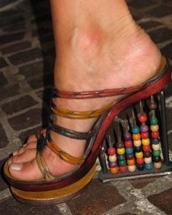 25 странных дизайнов обуви, которые пройдутся по вашему чувству вкуса, как по асфальту 16