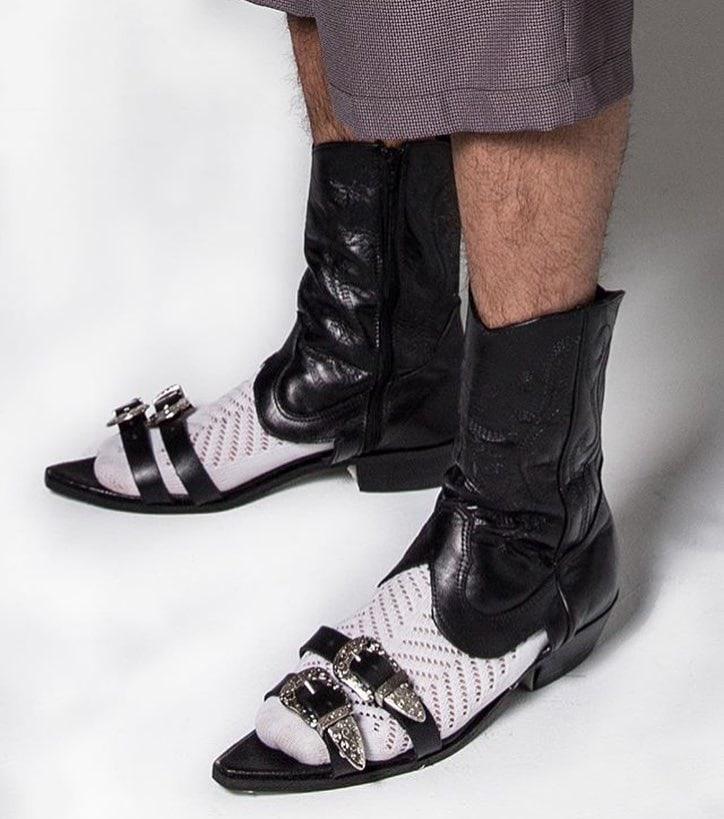 25 странных дизайнов обуви, которые пройдутся по вашему чувству вкуса, как по асфальту 19