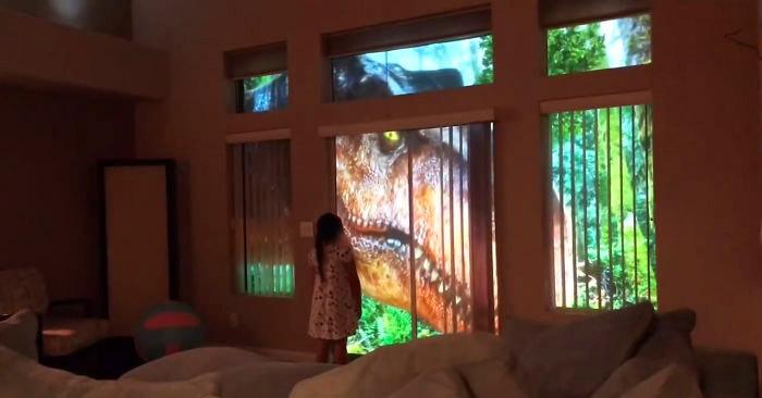 Девочка проснулась и увидела за окном настоящих динозавров. А всё её любящий отец-проказник