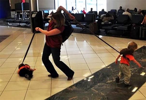 Грубый день для мамы в аэропорту