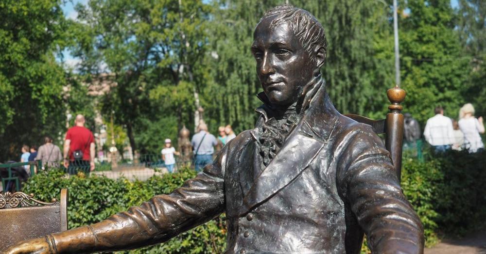 Уже 7 лет в Петербурге стоит памятник не тому, кому он посвящён. Скульптор зря доверился Википедии