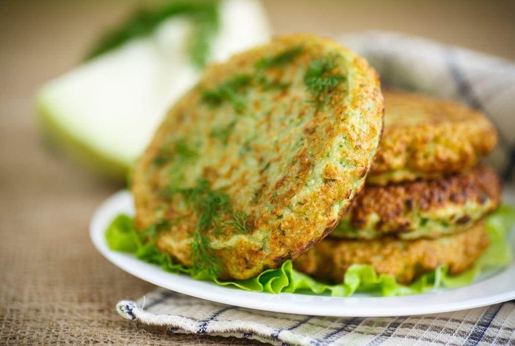 10 вкусных рецептов для тех, кто не знает, что делать с кабачками