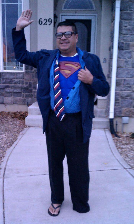 dad waves at school bus trolls son costumes 5b83e8705335a  700 - Сыну было неловко, что отец провожает его в школу, и он попросил не делать так. Папа воспринял это как вызов