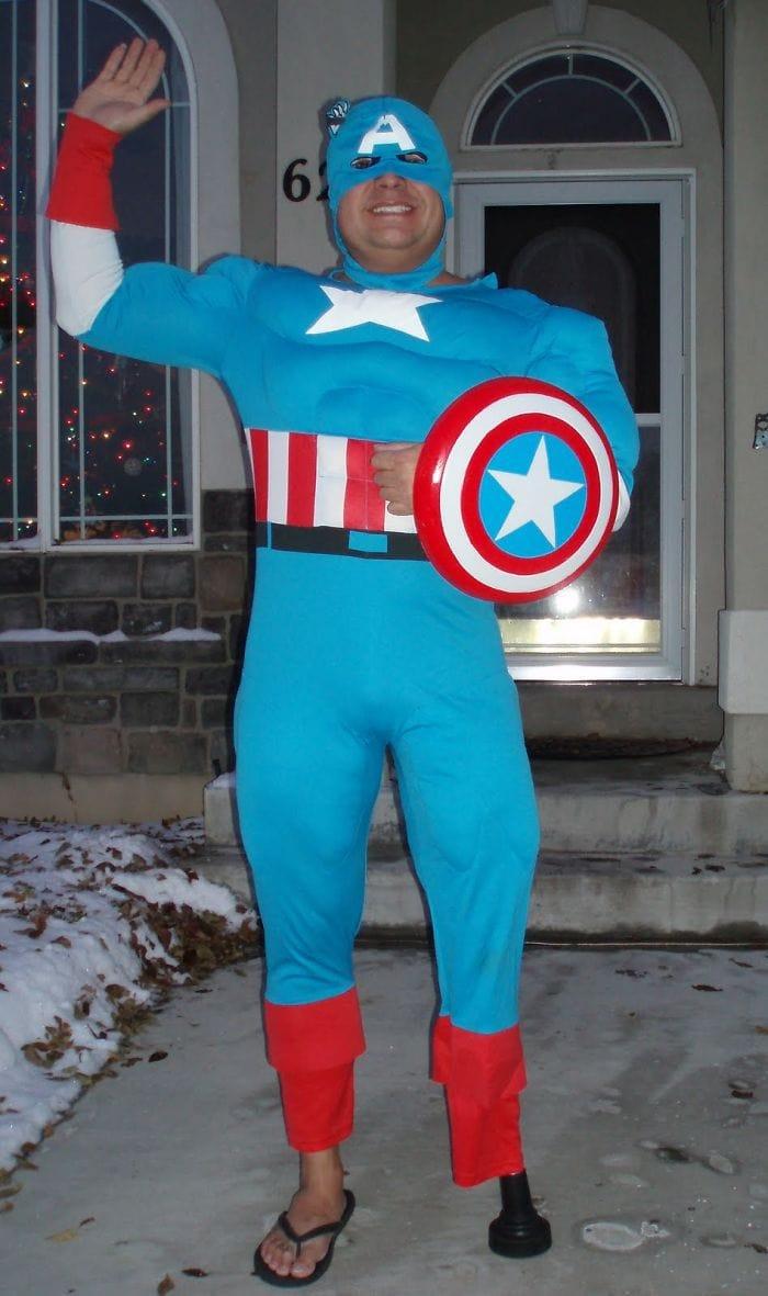 dad waves at school bus trolls son costumes 5b83e87d193f6  700 - Сыну было неловко, что отец провожает его в школу, и он попросил не делать так. Папа воспринял это как вызов