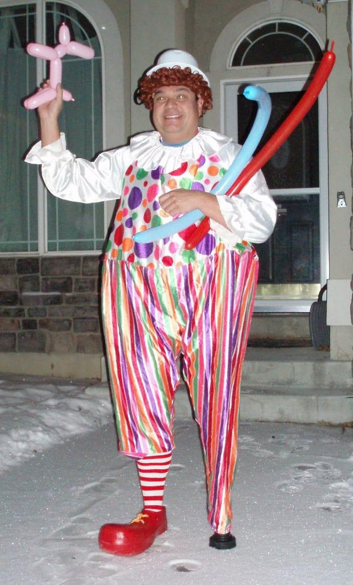 dad waves at school bus trolls son costumes 5b83e89f8c6f2  700 - Сыну было неловко, что отец провожает его в школу, и он попросил не делать так. Папа воспринял это как вызов