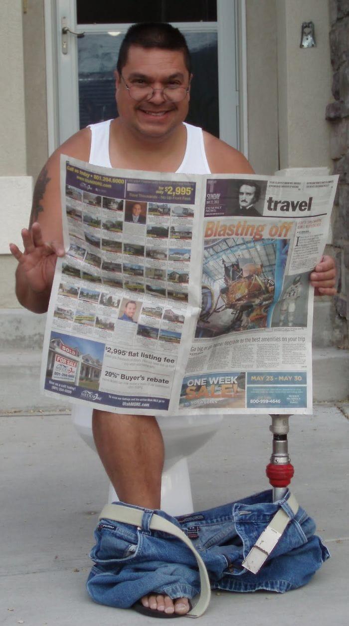 dad waves at school bus trolls son costumes 5b83e9cad864f  700 - Сыну было неловко, что отец провожает его в школу, и он попросил не делать так. Папа воспринял это как вызов