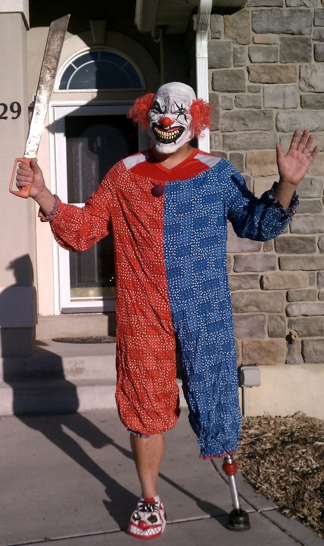 dad waves at school bus trolls son costumes 5b83e9e695b7f  700 - Сыну было неловко, что отец провожает его в школу, и он попросил не делать так. Папа воспринял это как вызов